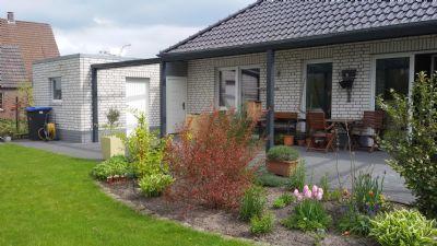 Blick auf die Terrasse und Gerätehäuschen - Anbau