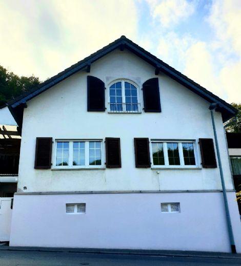 Hochwertig renoviertes freistehendes Haus mit