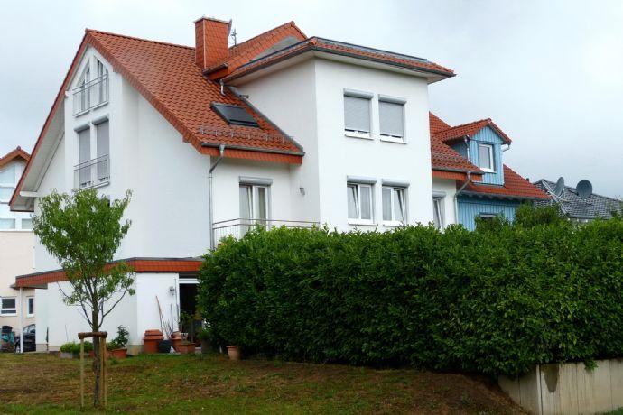 Gepflegte 5 Zimmer-Maisonette-Wohnung mit Balkon, Terrasse  und Einbauküche in Rauenberg. Sofort bezugsfähig.