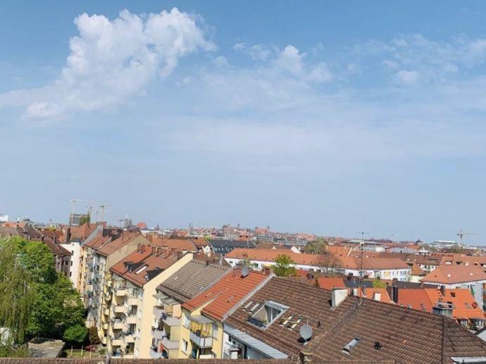 Top 3-Zimmer-Dachwohnung mit 2 Balkonen/Loggien im obersten Geschoss - möbliert