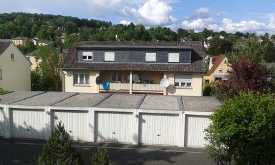 12 Einzelgaragen Hintergrund Wohnhaus1