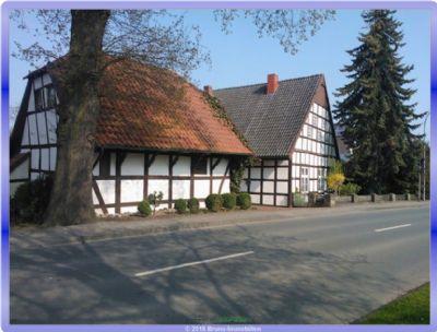 Fachwerkhaus mit Nebengebäude