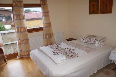 Wohnraum mit eigenem Bad (2. Bad) Wohnung 1
