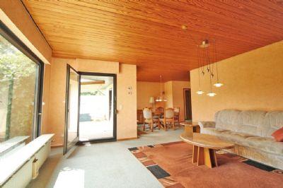 Wohn- und Esszimmer mit Terrassenzugang - EG
