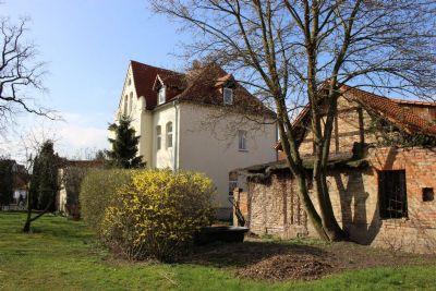 Rückansicht mit Nebengebäude und Haupthaus