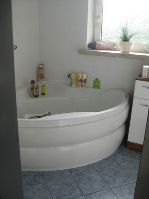 Bild 13 Bad mit Eckwanne