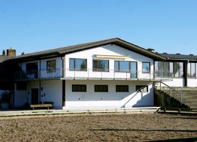 Wirtschaftsgebäude mit Reiterstübchen