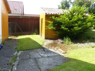 Außenanlage Teilansicht mit Gartenhaus