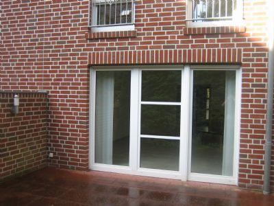 Wohnzimmerfenster mit Terrasse