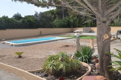 Schönes Haus mit großem Grundstück und Pool in ruhiger Lage