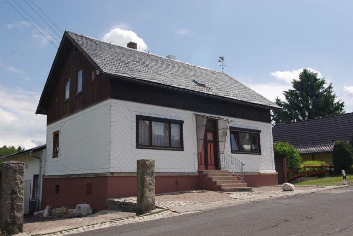 Einfamilienhaus mit Einliegerwohnung in Scheibe-Alsbach/Thüringen
