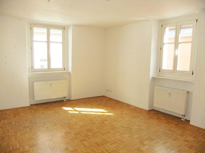 Bitte nur Mailanfragen: Attraktive 2 -Zimmer-Wohnung im Zentrum in der Unteren Bachgasse