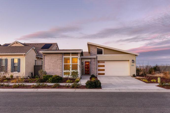 Neuwertiges Einfamilienhaus mit Garage