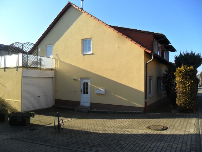 Schöne 2-Zimmerwohnung mit großer Terrasse und Gartenanteil