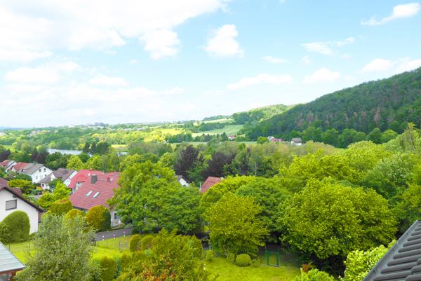 Niestetal/ Sandershausen…Sehr gepflegtes 1-2 Familienhaus mit herrlichem Garten und traumhaftem Fernblick…