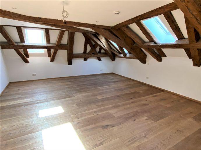 TOP exklusive Wohnung in denkmalgeschütztem Ambiente mitten im Herzen Rosenheims!