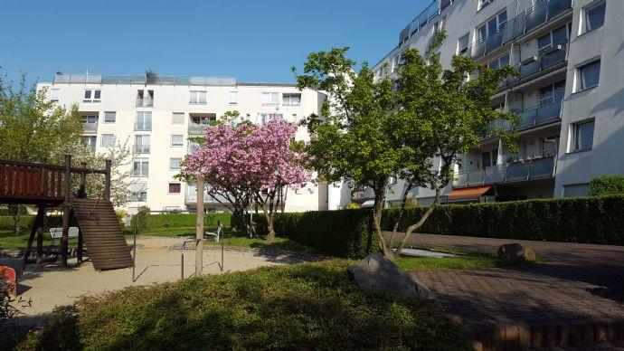 Sofort beziehbare 2-Raum-Eigentumswohnung mit Balkon und Tiefgarage - selbst nutzen oder vermieten