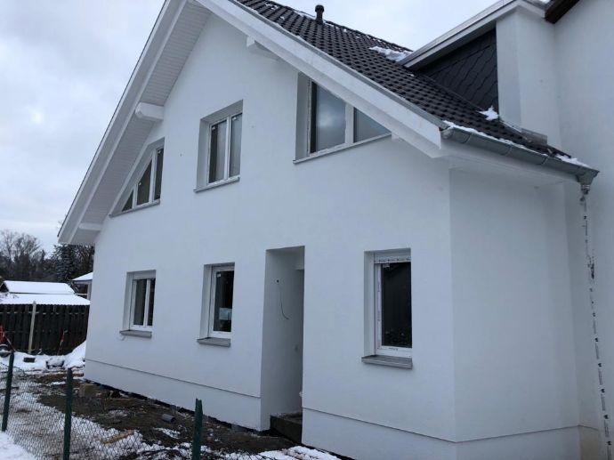Ehlershausen Neubau - Einfamilienhaus 144m² -4Zi, Küche,2Bäder mit Garten zum gemütlichen Wohnen