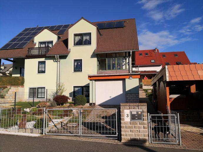 Doppelhaushälfte mit Garage, Carport und Wintergarten