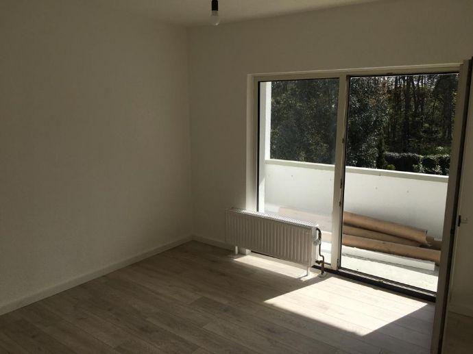 Schöne neu renovierte 2 Zimmer Wohnung mit Balkon in Obertshausen