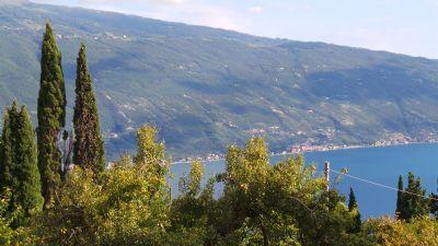 Appartement am Gardasee mit Pool, Tennisplatz und herrlichem Seeblick