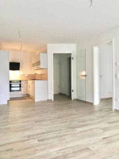 Mit Einbauküche, Terrasse, Fahrstuhl und Tiefgaragenstellplatz!