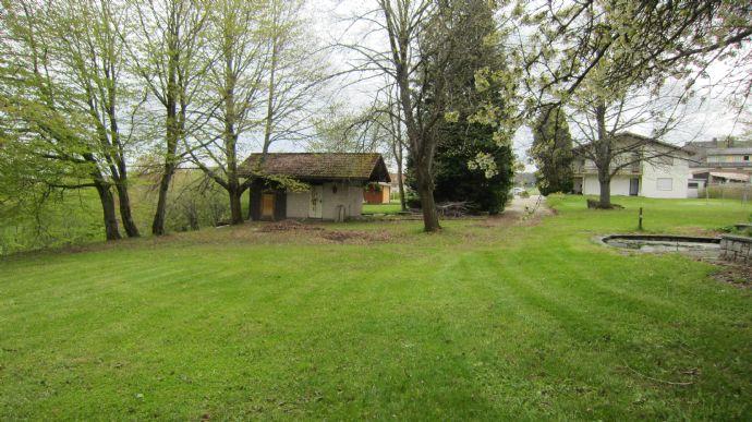 Landhaus-Villa mit großem Garten