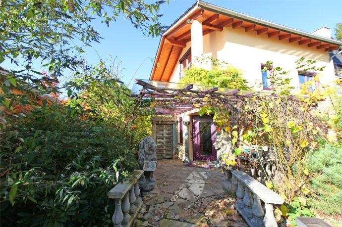 HEINRICH v. KÖLICHEN: Außergewöhnliches Anwesen mit Traumgarten für Individualisten