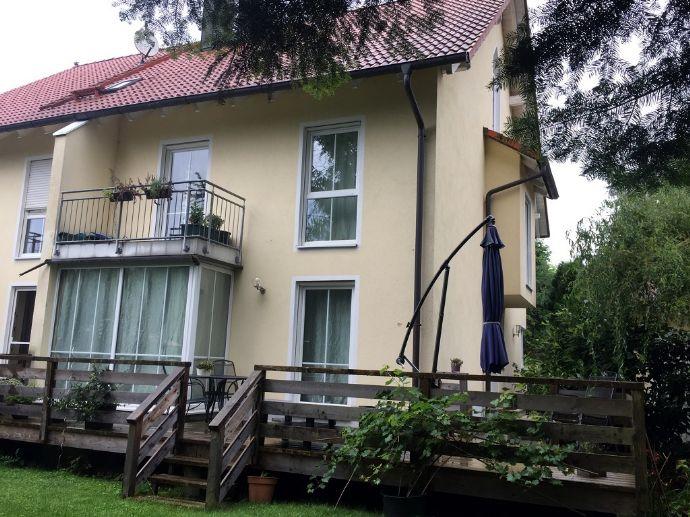 Frei ab April 2020!! Ein schönes Objekt. Attraktive, schöne 6 Zimmer Doppelhaushälfte in grüner Umgebung.