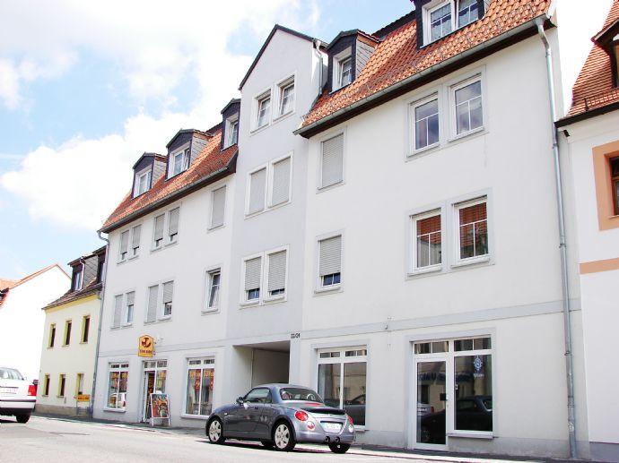 Direkt im Zentrum: 4 Zimmer, Balkon, Stellplatz!