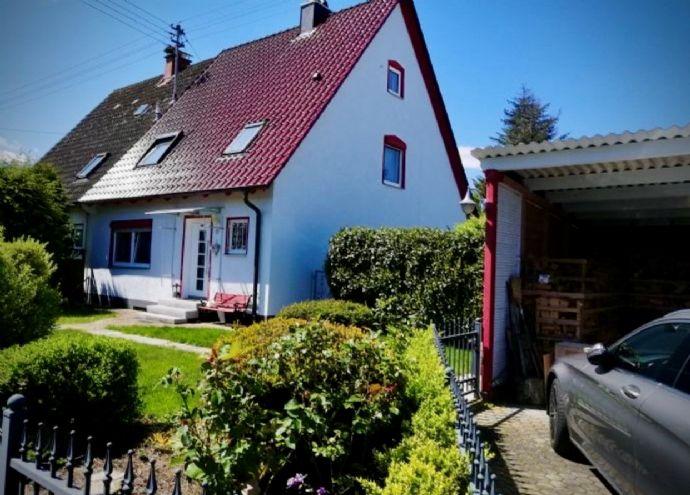 Große und gepflegte Doppelhaushälfte in Höchstädt inkl. Garage und Carport