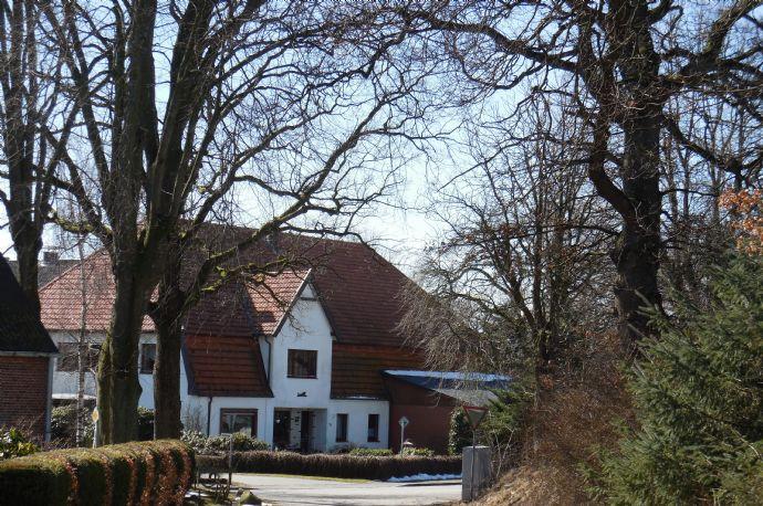 Resthof mit weiterem Wohnhaus u. bis zu 5ha Land