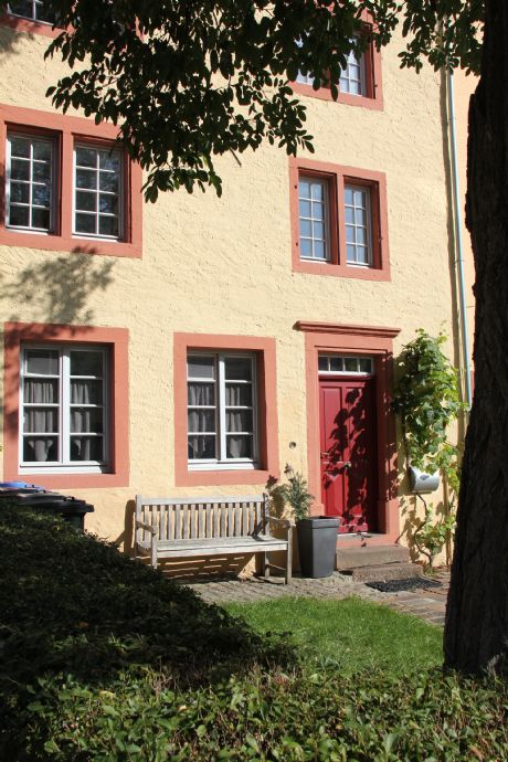 Historisches Stadthaus in bester Lage, großzügige Raumaufteilung, neu renoviert