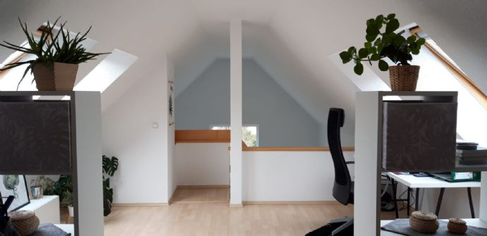 Schöne 2,5-Zimmer-Wohnung mit Terrasse,EBK und Kamin