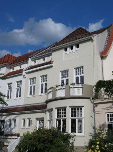 Großzügige 2-Zi.-DG-Wohnung mit Balkon in absoluter Top-Lage!