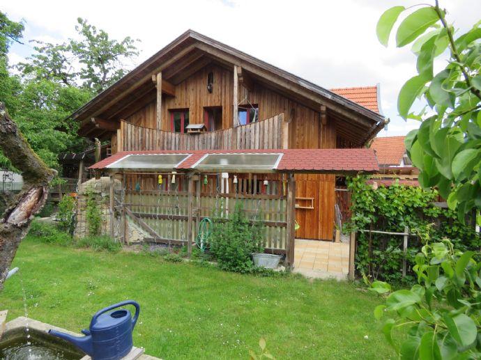 Landhaus mit Nebengebäude in ruhiger und sonniger Ortsrandlage mit Ausblick ins Perlbachtal Nähe Schloss Egg