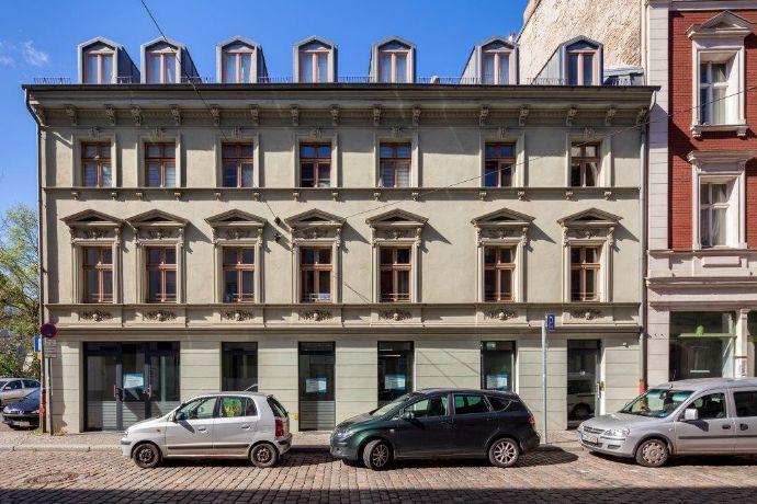 Top saniertes Haus: Gewerbe und Wohnungen unter einem Dach