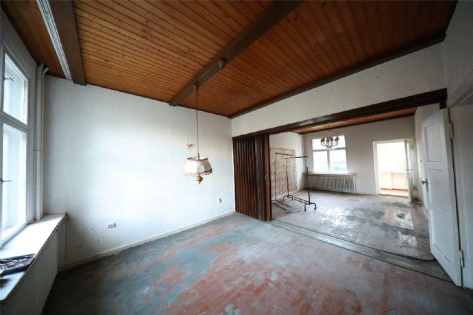 Stilvolle 6-Zi.- Landhausvilla zum Modernisieren auf teilbarem 835 qm Sonnengrundstück in Ruhiglage