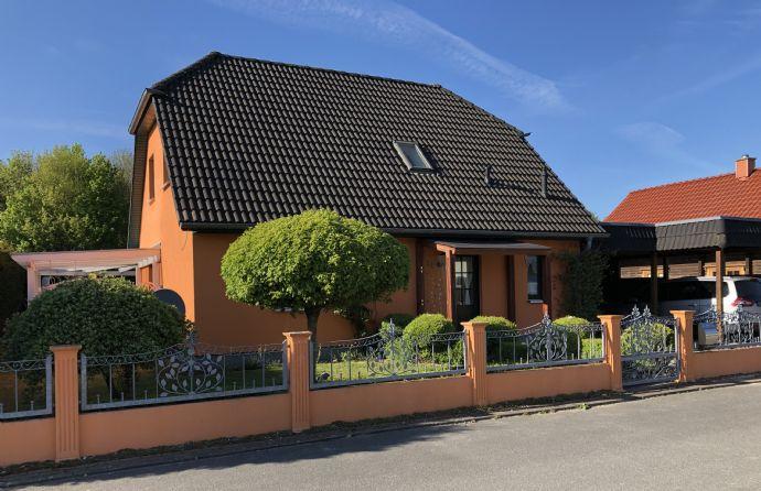 Einfamilienhaus mit gepflegtem Grundstück