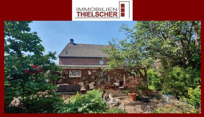 Gemütliches Einfamilienhaus mit Garage, Terrasse und großen idyllischem Garten