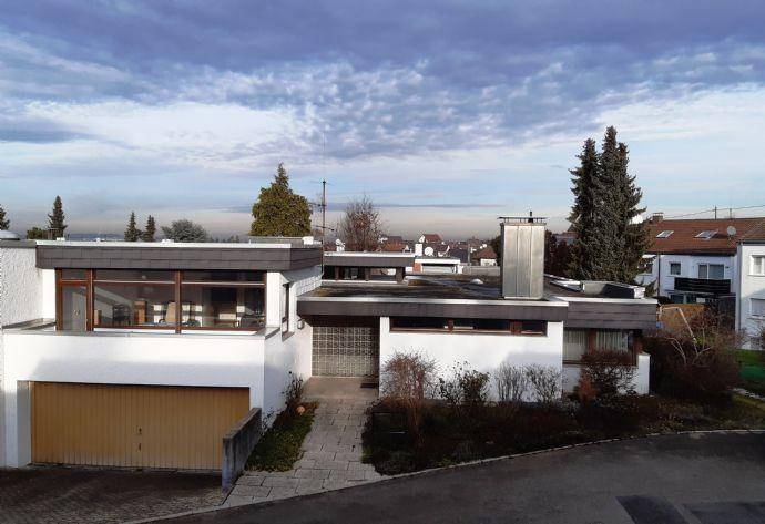 Fellbach-Schmiden: die besondere Immobilie in bester Lage, EFH, 10 Zi., ca 350 m² Wfl, 929 m² Grundstück, Sauna, Pool, Doppelgarage