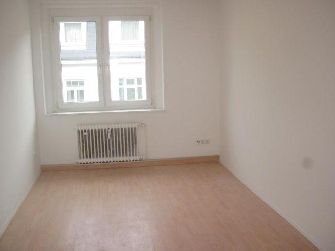 Sanierte 3-Zimmer-Wohnung in Hof zu vermieten