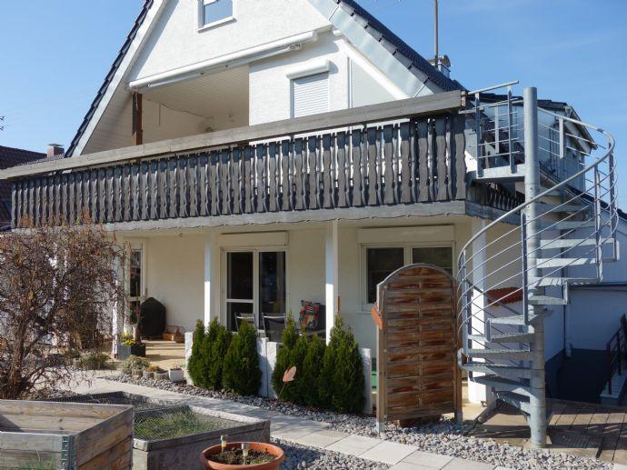 Schönes, freistehendes Zweifamilienhaus mit vielen Nutzungsmöglichkeiten!