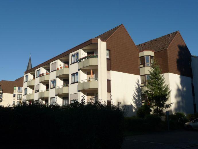 3 Zimmer-Hausmeisterwohnung mit Balkon in