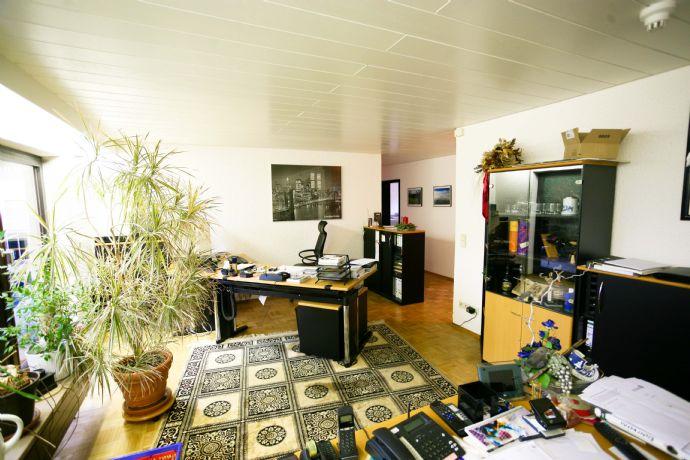 Praxis, Büro oder Wohnung zu vermieten