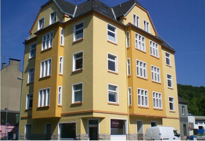 Renovierte, helle 2-Zimmer-Wohnung mit Balkon