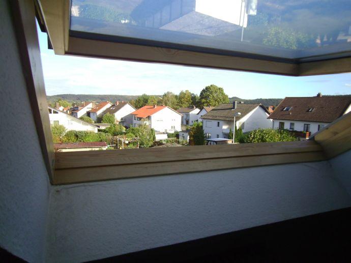 - Dachschrägen erzeugen Gemütlichkeit ....in dieser hellen ruhigen 2 Zimmer DG-Whg. unweit der City & HBF -