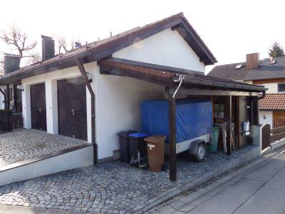 Carport neben Garagen