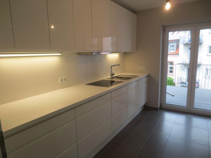 Kernsanierte, stilvolle 3 Zimmer Altbauwohnung mit Traumküche und großem Balkon