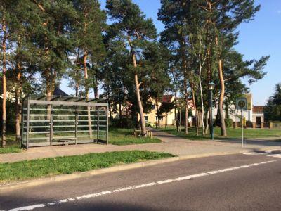 Bushaltestelle direkt vor dem Haus